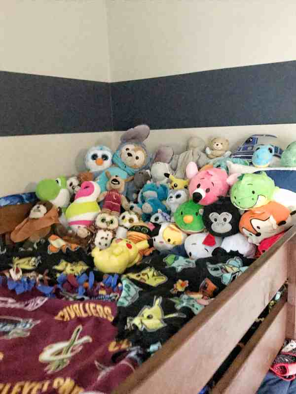 Kids Stuffed Animal Organization #kidsrooms #organizationtips #decluttering