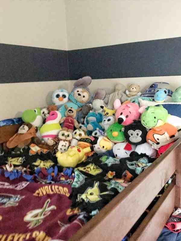 Kids Stuffed Animal Organization #kidsrooms #organizationtips #decluttering