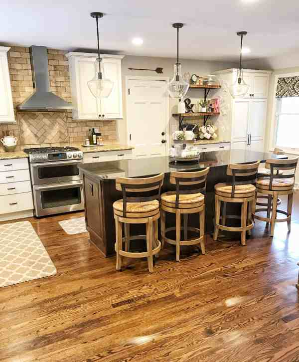 Fixer Upper Style Kitchen Decor Ideas #farmhousekitchen #fixerupperstyle #farmhousedecor #whitekitchen