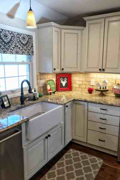 Modern Farmhouse Christmas Kitchen #fixerupperstyle #budget #diy