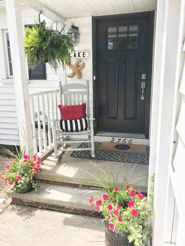 Farmhouse Summer Front Porch #farmhouse #traditionalfarmhousestyle #easy