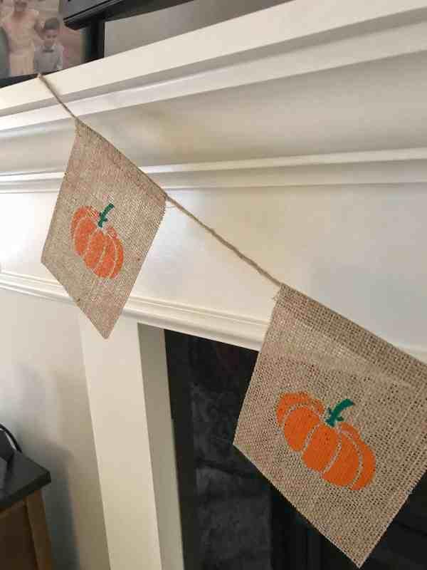 Fall Pumpkin Burlap Banner #falldecor #fallfarmhouse #mantledecor #fallmantle