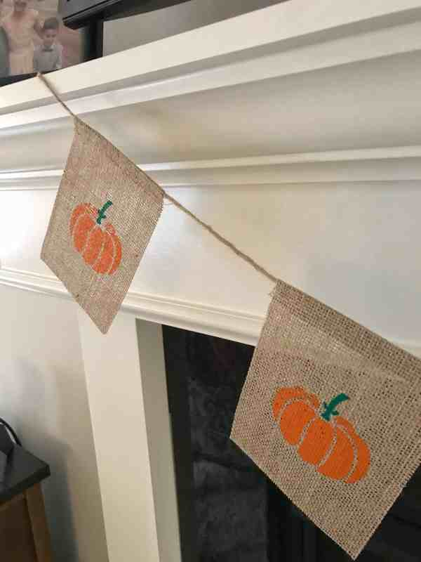 Fall Pumpkin Burlap Banner #falldecor #fallfarmhouse #mantledecor #fallmantle