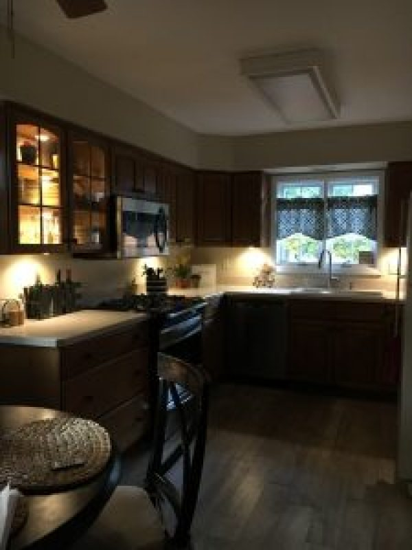 Inexpensive undermount kitchen lighting #diy #budget #cabinets