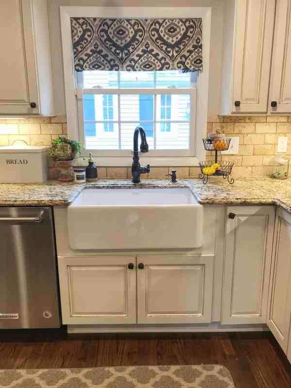 Farmhouse White Kitchen Sink #kitchenreno #farmhousekitchen #ideas