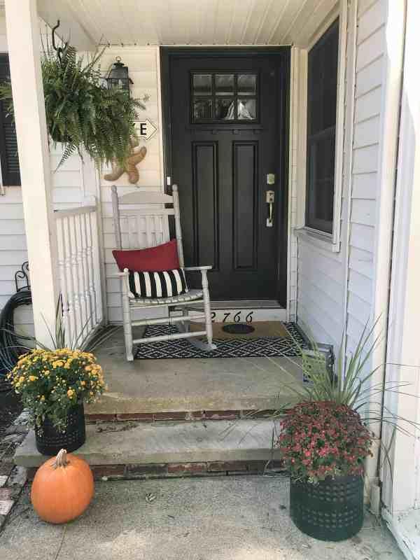 Small front porch inspiration #falldecor #fall #farmhousestyle