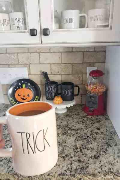 Halloween Rae Dunn Mugs #mugs #farmhouse #raedunnfinds