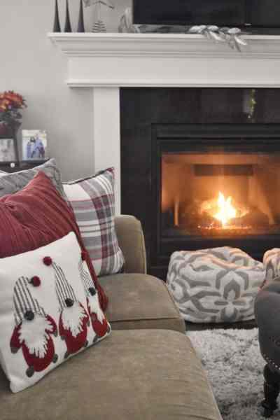 How to create a cozy Christmas home #simplified #farmhouse #shabbychic