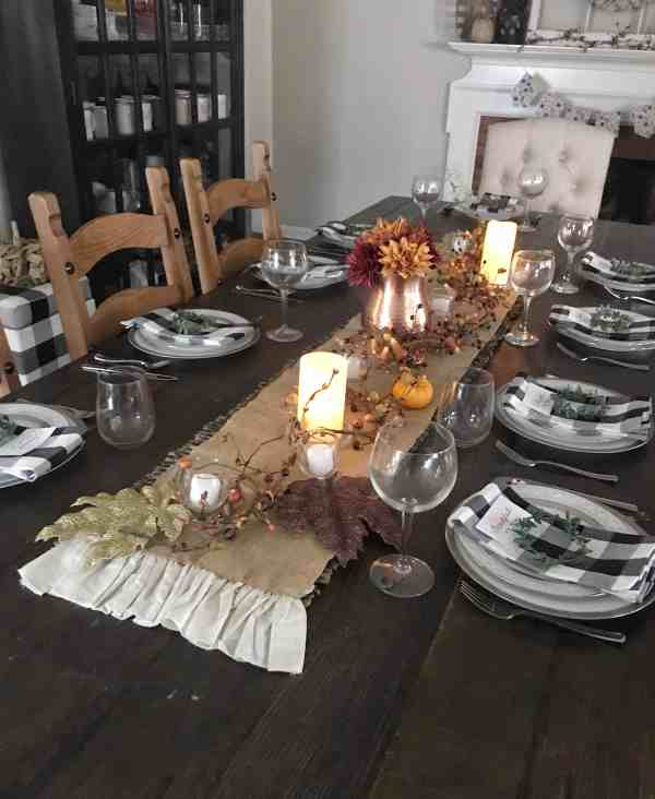 How to style a farmhouse table for thanksgiving #tablescape #thanksgivingdecor #thanksgivingdecorations