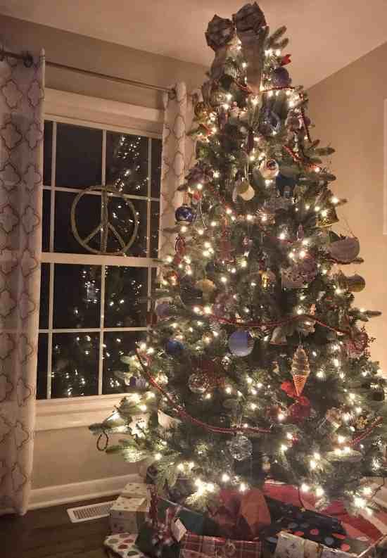 Christmas Tour of 15 Home Decor Bloggers #holidaydecorating #christmasdecor #DIY #farmhouse