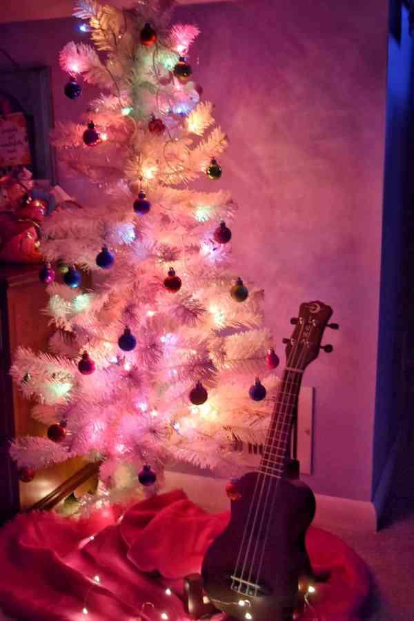 Girls Room Christmas Tree Inspiration #christmasdecorating #kidspaces #kidstree