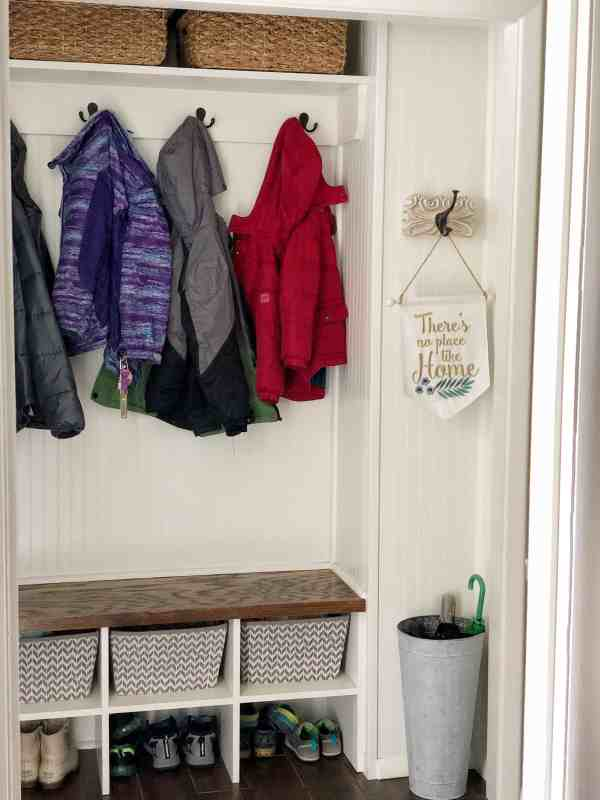 Small Mudroom Ideas #closet #closetorganization #entrywayideas