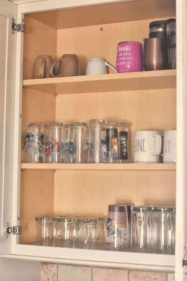 Organizing Kitchen Cabinets #kitchentips #organizationtips #clutterfree