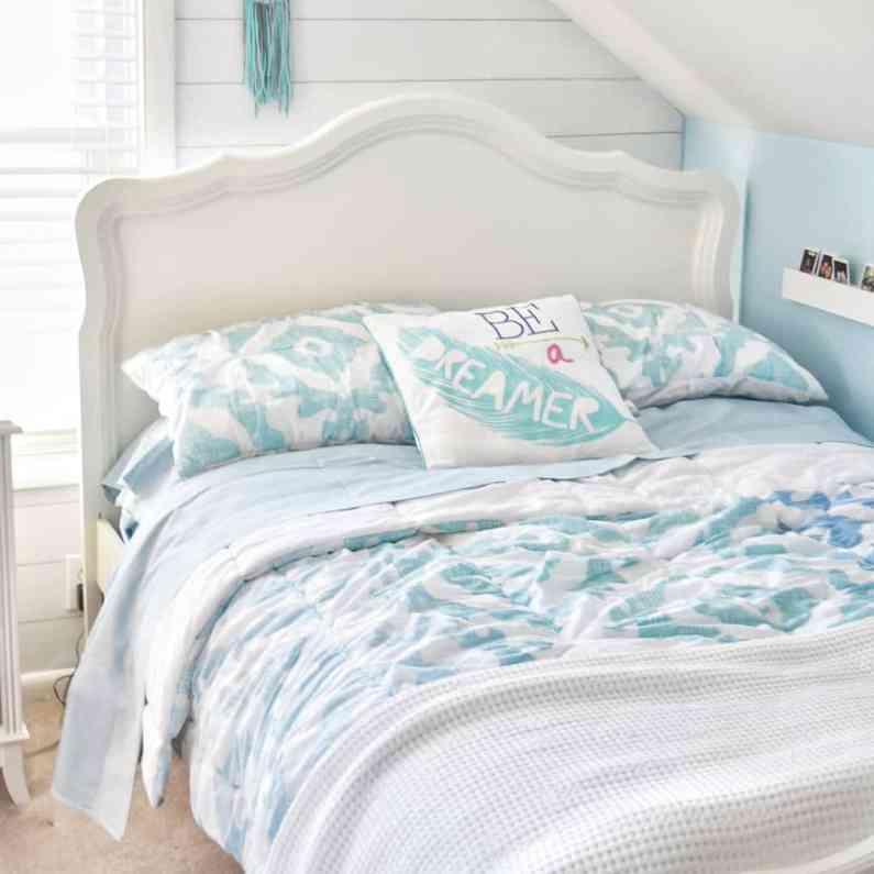 Beach themed tween girl bedroom inspiration #potterybarn #girlbedroom #bedroomideas