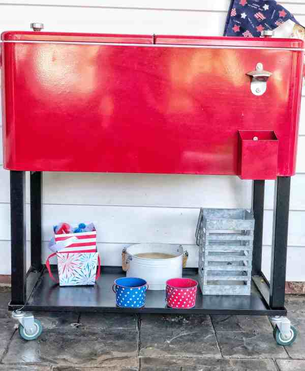 Outdoor entertaining decor ideas #patriotic #4thofjuly #redwhiteblue
