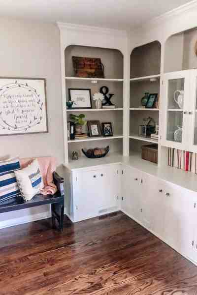 how to style vintage bookshelf