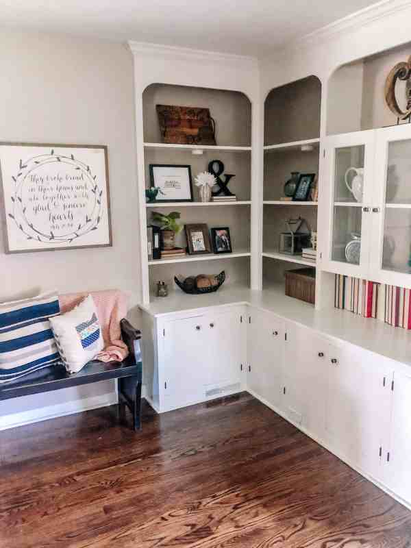 how to style vintage bookshelf