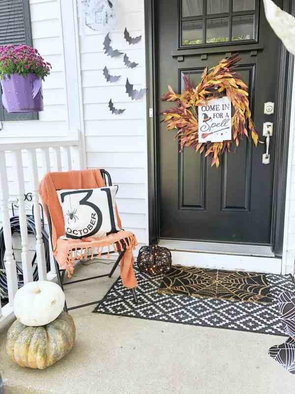 Halloween front porch decorations #cute #cozy #farmhouse