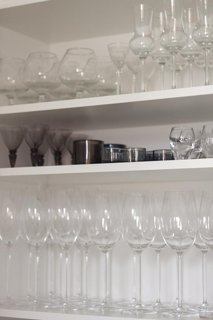 Kitchen cupboard organized keittiön kaappien järjestely