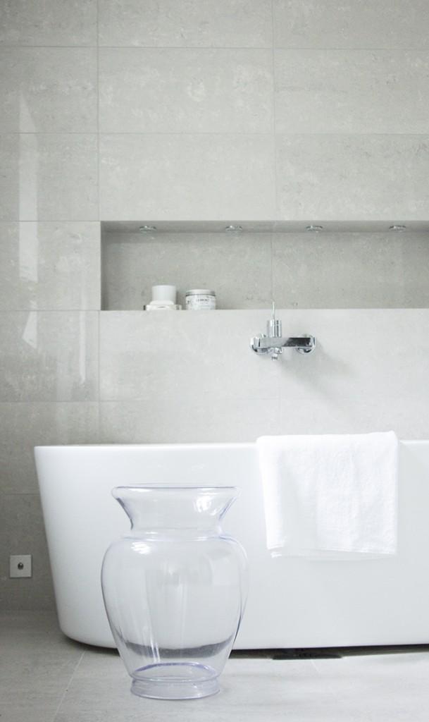 Modern bright spa and bathroom, Kelly Hoppen style, Kartell La Boheme, kotikylpylä, kylpyhuoneremontti, Coffee Table Diary blog