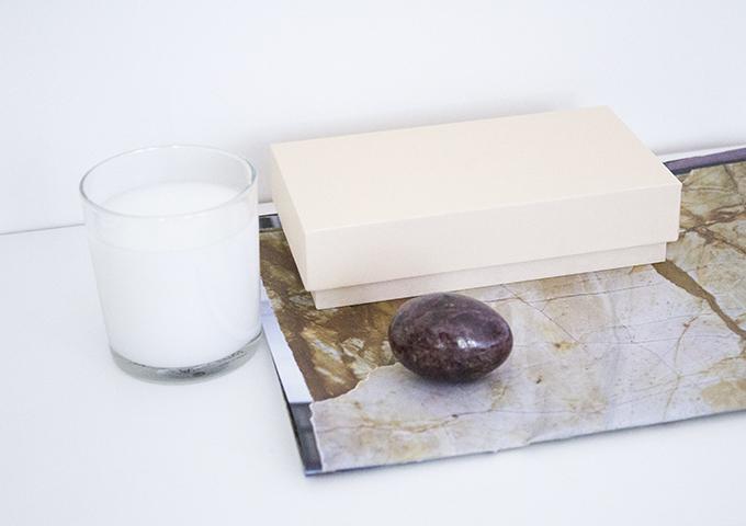 työpisteen sisstus, desk decor, marmori, hay box box