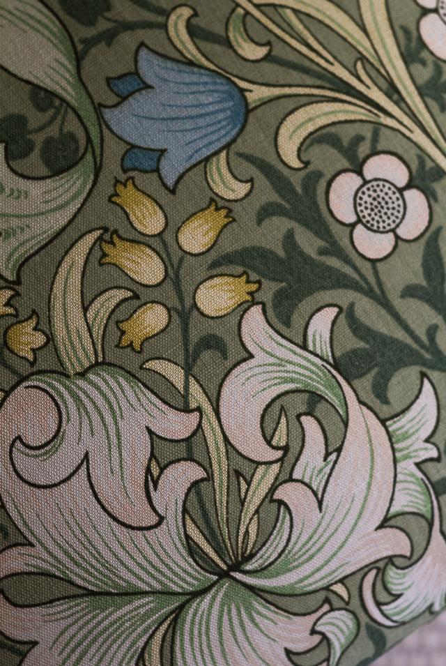 Coffee Table Diary Bukowskis Market vintage tuoli Morris Golden Lily kangas