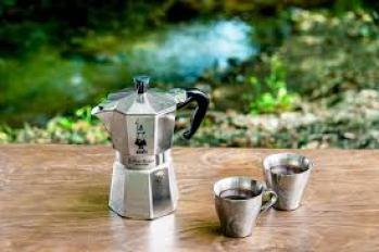 可愛いカップも揃えてキャンプ中もオシャレにコーヒータイム!