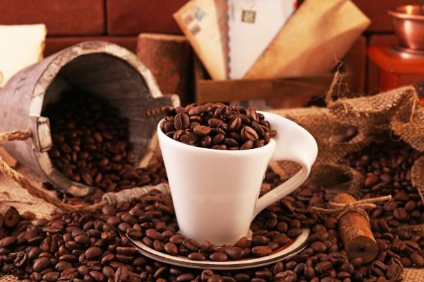 コーヒーを飲みすぎた時、身体に起こる悪影響とは?