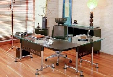 Oficina en vidrio y cromo