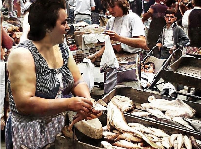 HOMENAJE A LAS VENDEDORAS AMBULANTES DE PESCADO | AÑO 2001
