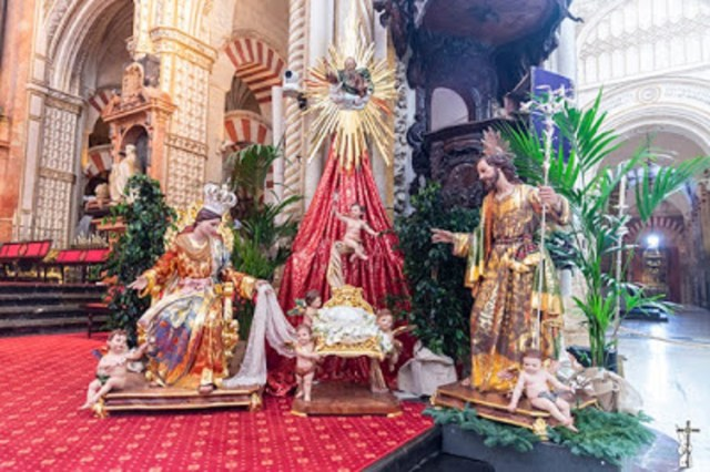 El Nacimiento de la Catedral de Córdoba estrena el resplandor de dos metros de alto, obra de José Antonio Cabello