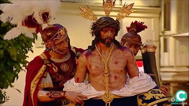 Vídeo de Nuestro Padre Jesús del Amor Despojado por la Plaza del Palillero en la Semana Santa Cádiz 2019