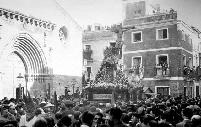 La Hiniesta podría haber decidido poner el paso del crucificado con la Virgen a sus pies