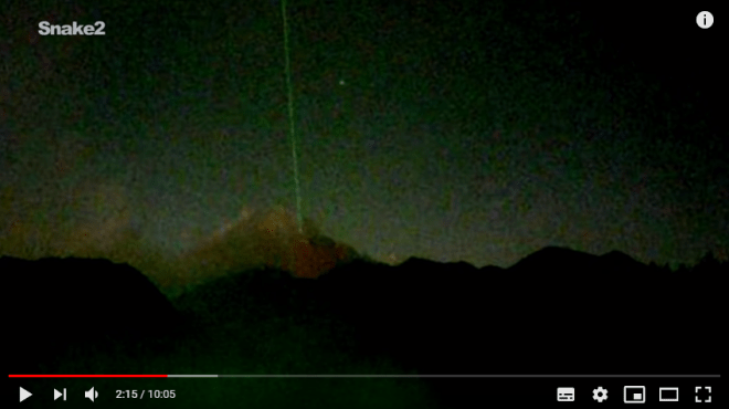 Mysterious green ray from the sky hits the Sakurajima Volcano