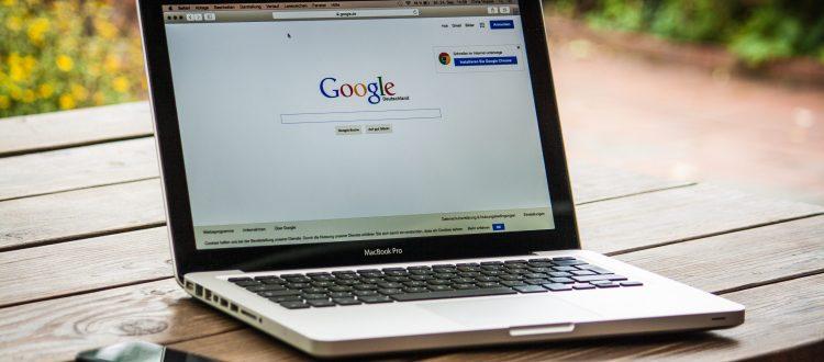 google, apple, macbook, laptop (Photo credit: 377053 / Pixabay)