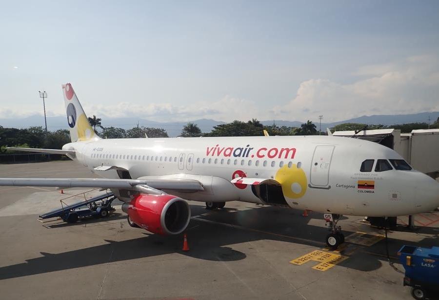 Viva Air Airbus A320 at CLO by Loren Moss