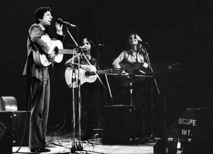 Leonard Cohen with backup singers Emily Bindiger (middle) and Erin Dickins (on reader's right) in concert at Falkoner Teatret in Copenhagen on Sept 22, 1974.