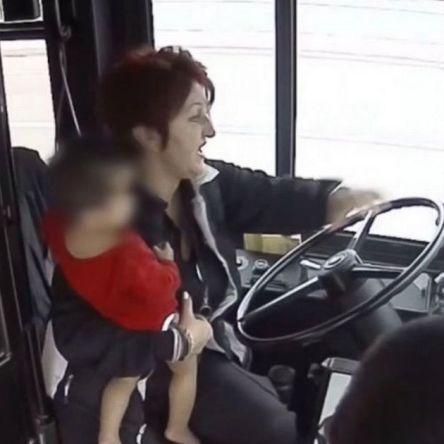 USA : une conductrice de bus sauve la vie d'un bébé perdu de 19 mois