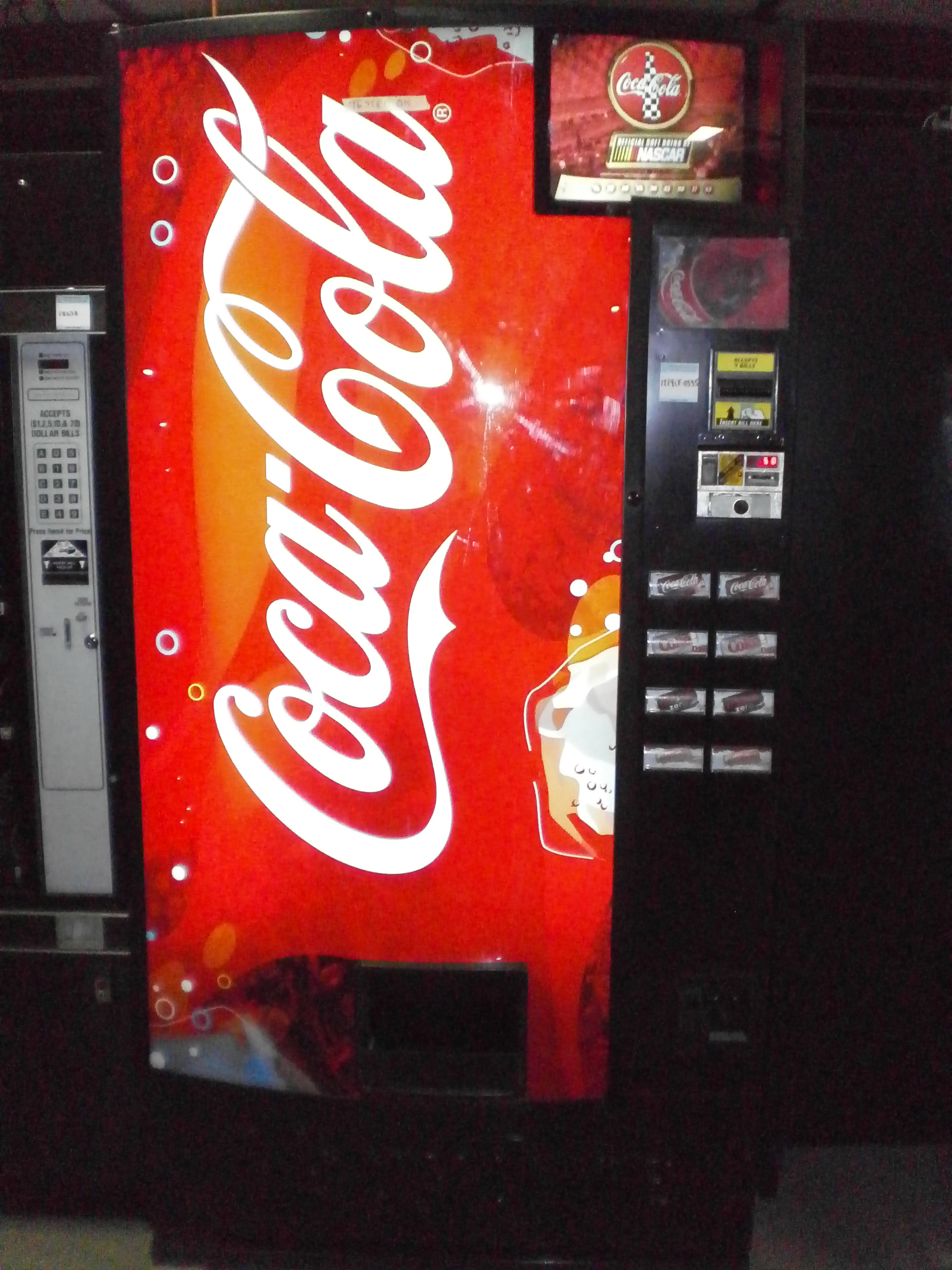 Royal 376 8 Selection Can Soda Cold Drink Vending Machine