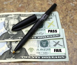 How to tell a counterfeit note using a counterfeit detection pen.