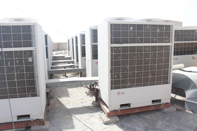 تنفيذ الصيانة الخاصة لمنظومة التبريد في كلية العلوم الاسلامية