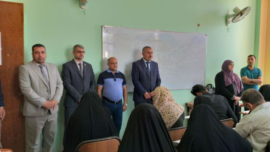 رئيس جامعة كربلاء يتفقد سير الامتحانات النهائية في كلية العلوم الاسلامية صورة بارزة