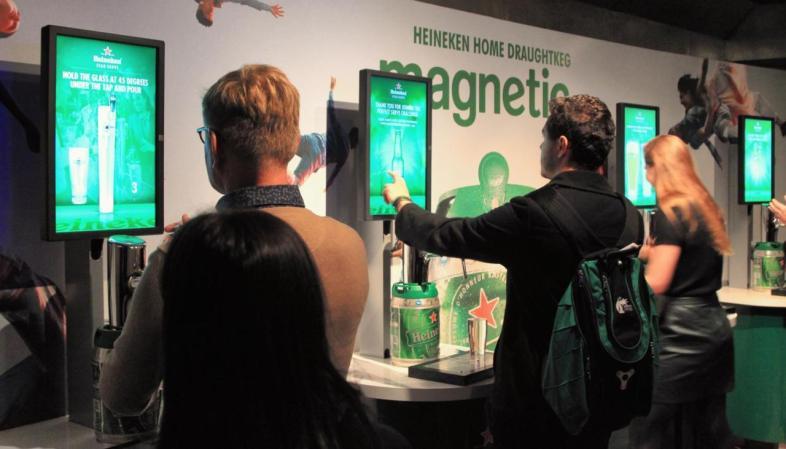 Área interativa do Heineken Experience em Amsterdam