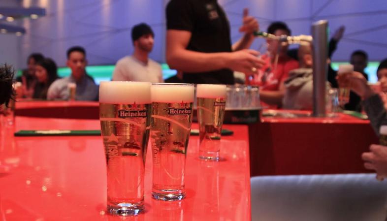 Salão da primeira degustação durante o Heineken Experience em Amsterdam