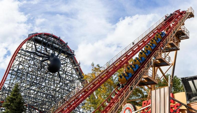 Six Flags New England - As montanhas-russas Flashback e Wicked Cyclone