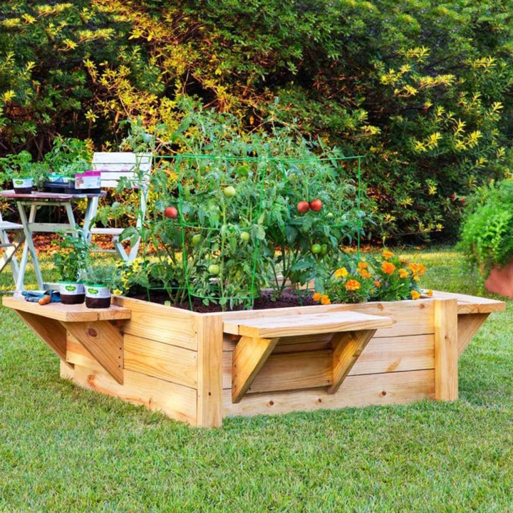 How to Protect an Outdoor Wooden Planter