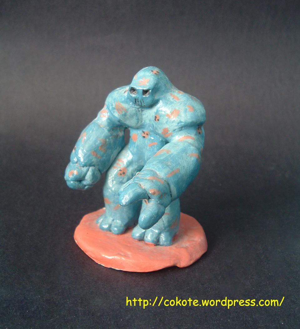 Esta es una figurita de arcilla sin esqueleto de alambre.