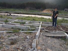 彼女が震災前に住んでいた家。津波に流され土台だけが残った。