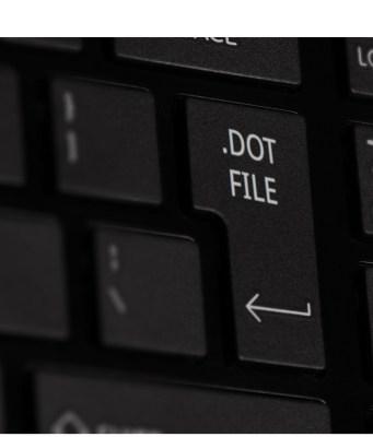 Aparece un teclado negro con la palabra .dotfiles en la tecla enter.