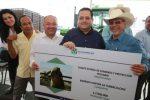 Walter Valenzuela acompaña al Gobernador Carlos Mendoza en su gira de trabajo por Comondú